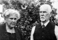 Fig. 6: Leonard and Maude Cockayne at Ngaio in 1932. Leonard Cockayne lived at Ngaio from 1917 until his death in 1934, during which time he was de facto Government Botanist.